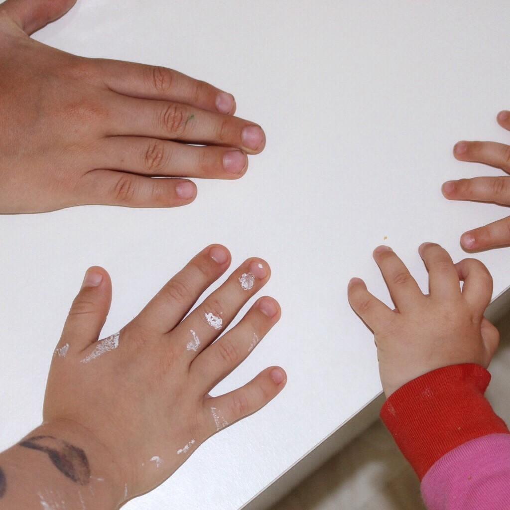 Drei Hände
