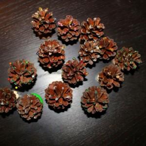 Tannenbäume aus Tannenzapfen