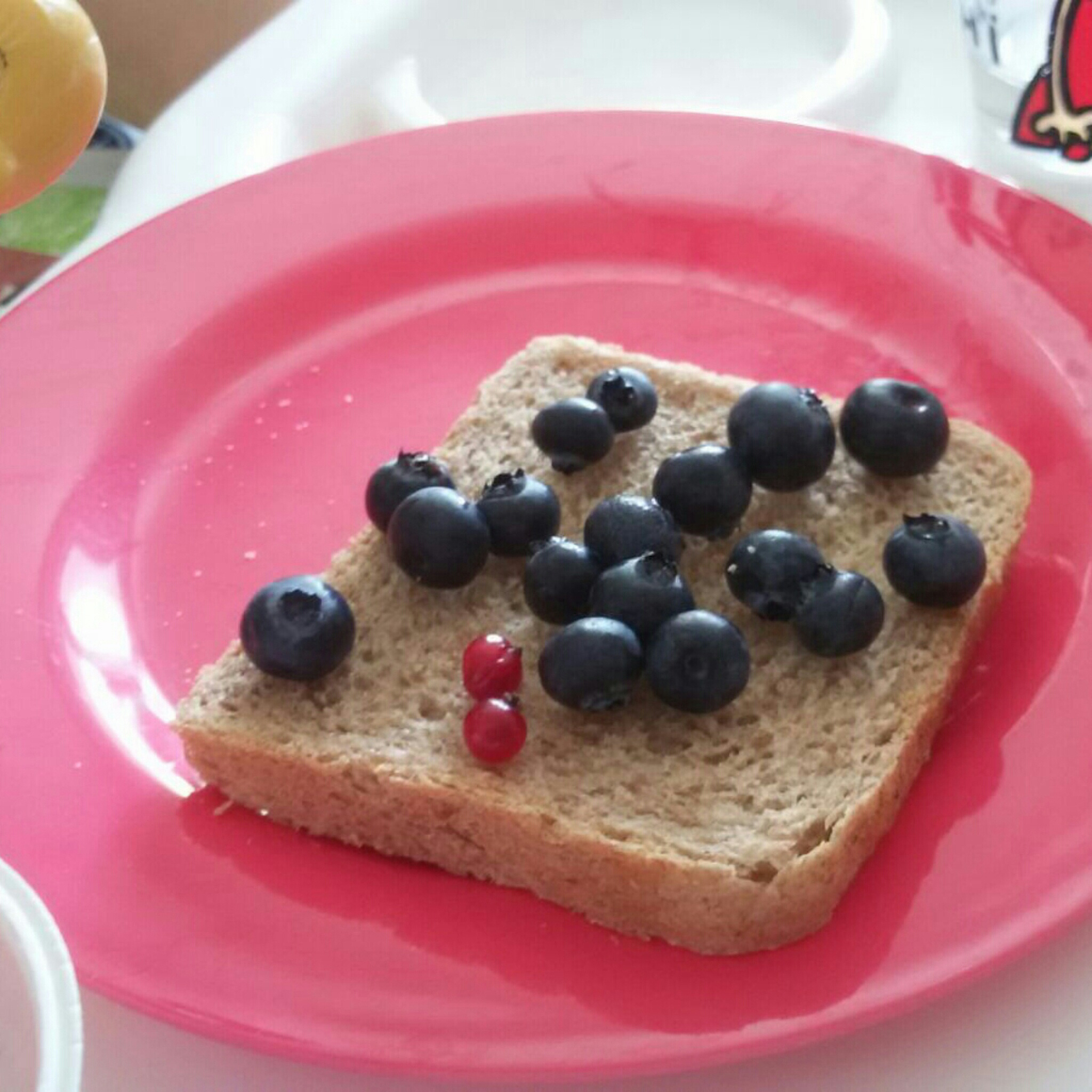 12 von 12 Toast mit heidelbeeren